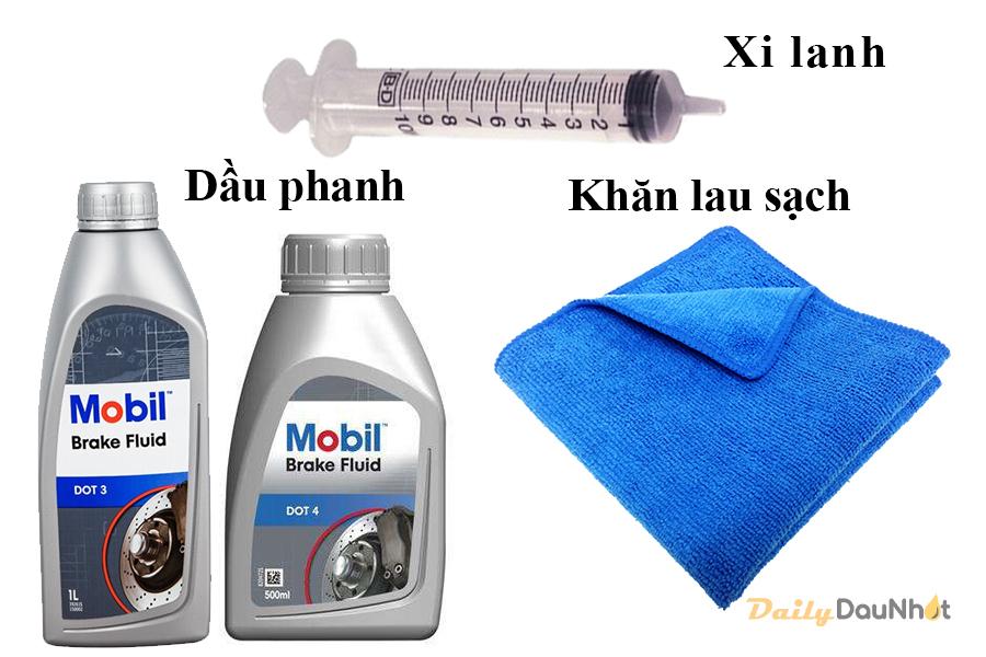 Chuẩn bị dầu phanh mới, khăn sạch và xi lanh bơm dầu