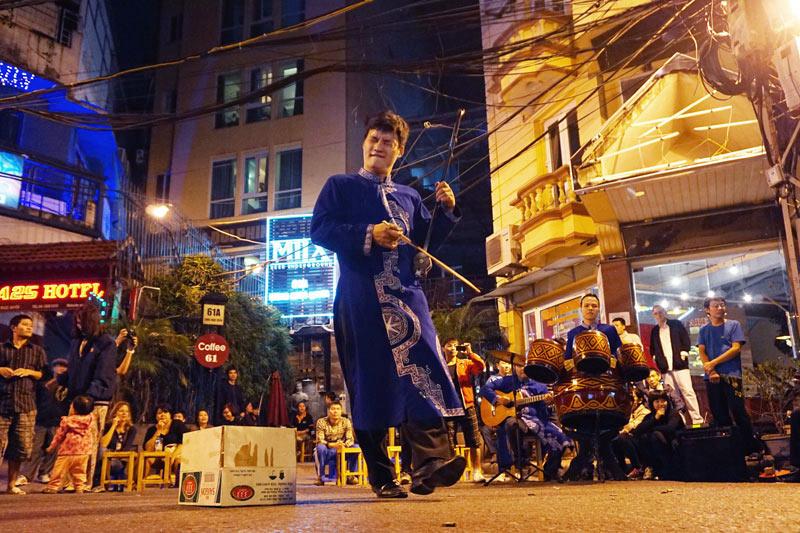Hình ảnh nét đẹp phố cổ Hà Nội với âm nhạc đường phố