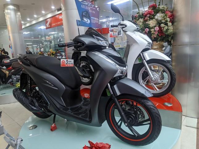 Thị trường xe máy tiếp tục