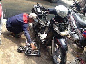 Có nên nhờ thợ lâu năm kiểm định xe giúp bạn?