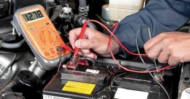Xử lý xe tay ga hết bình bằng cách nạp điện bình ắc quy